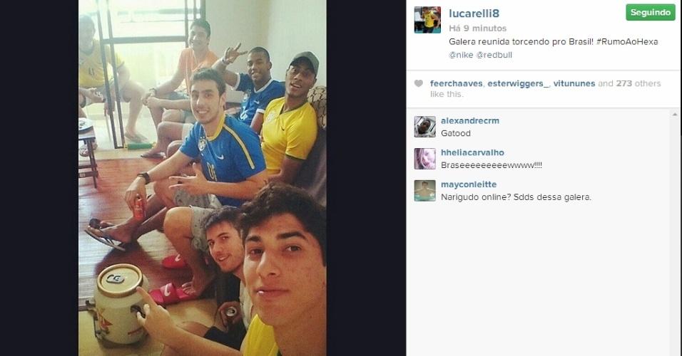 Lucarelli, da seleção brasileira de vôlei, reúne amigos para ver Brasil x Chile