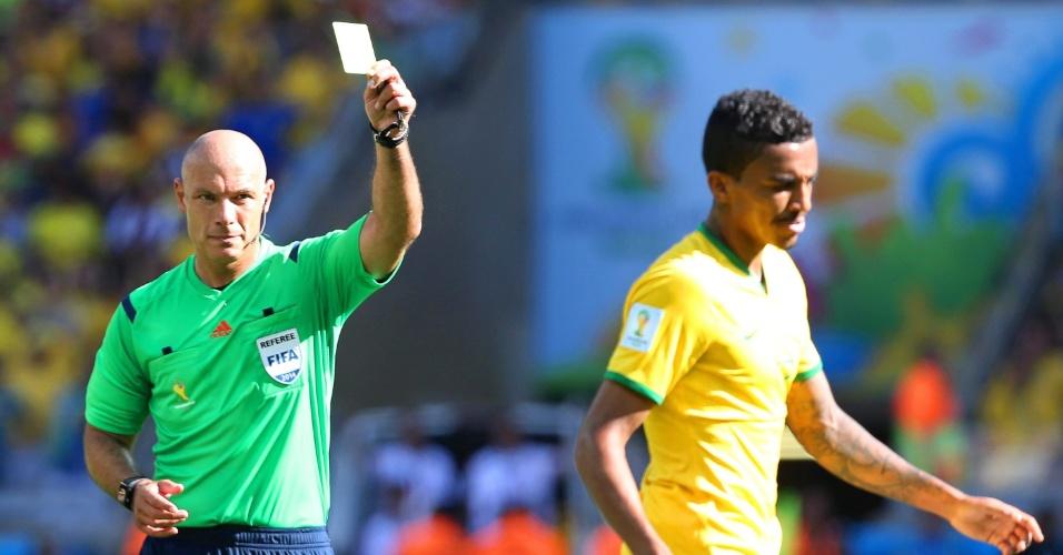 Luiz Gustavo recebe cartão amarelo e fica suspenso, após lance no Mineirão, pelas oitavas de final da Copa