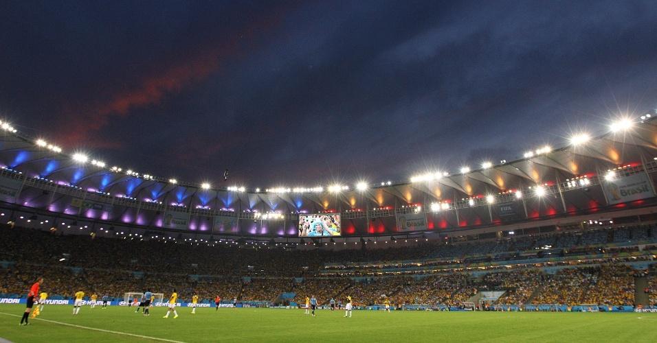 Maracanã fica colorido com cores de Uruguai e Colômbia durante jogo pelas oitavas de final da Copa