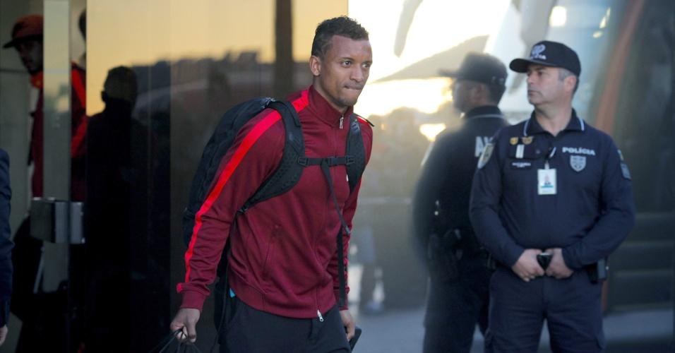Nani, da seleção de Portugal, desembarca no aeroporto de Lisboa, após eliminação na Copa do Mundo