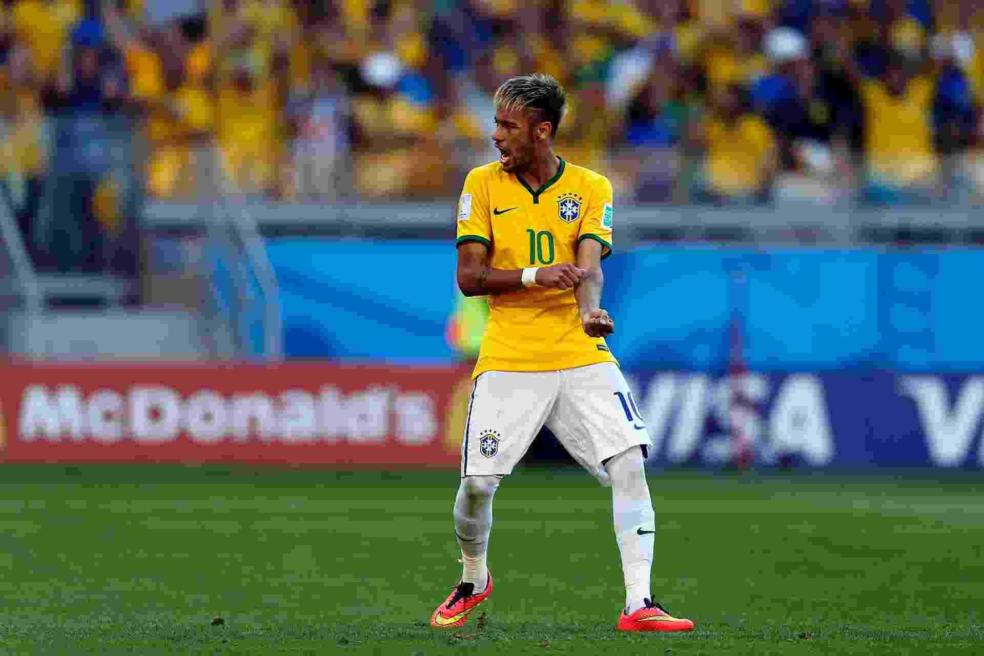 Neymar comemora o seu pênalti convertido, o último cobrado pelo Brasil na vitória dramática contra o Chile - Jefferson Bernardes/VIPCOMM