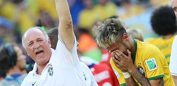 Felipão vibra ao lado de Neymar em prantos após o jogo contra o Chile