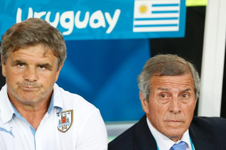 Técnico do Uruguai, Oscar Tabarez, acompanha o jogo contra a Colômbia no Maracanã