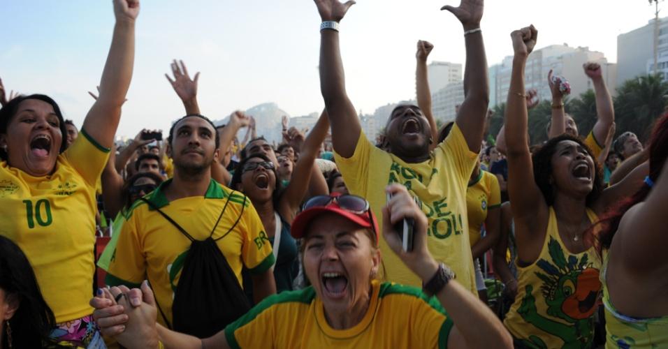 Torcedores do Brasil comemoram vitória em cima do Chile nos pênaltis na Fan Fest do Rio de Janeiro