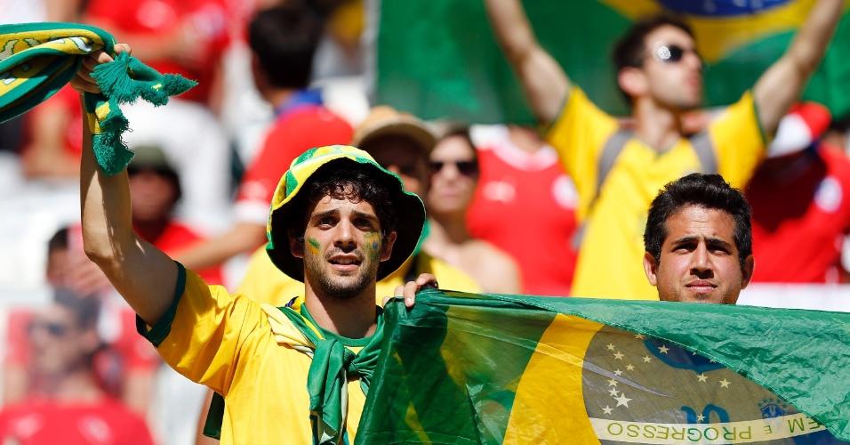 Torcedores do Brasil fazem festa antes da partida contra o Chile no Mineirão