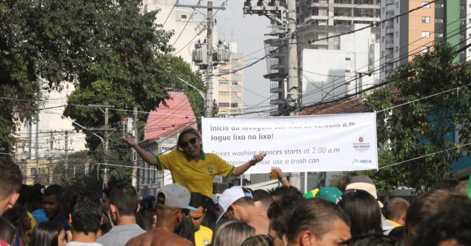 Vila Madalena em dia de Brasil contra Chile nas oitavas de final atrai frequentadores mais interessados na festa que no jogo