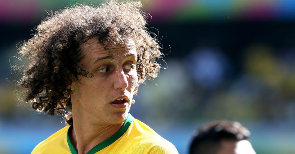 Zagueiro David Luiz observa a partida contra o Chile, no Mineirão