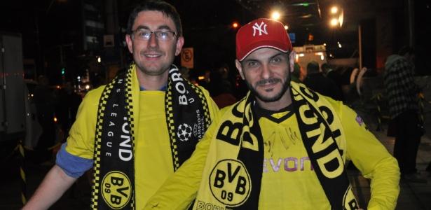 Torcedores do Borussia Dortmund brasileiros ganham autógrafos e selfie com jogador
