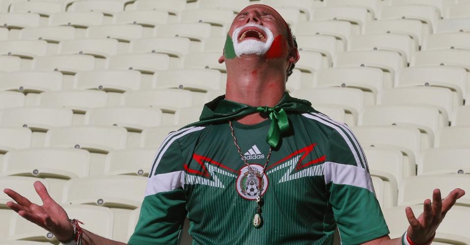 29.jun.2014 - Mexicano se desespera no Castelão após eliminação da seleção do seu país para a Holanda