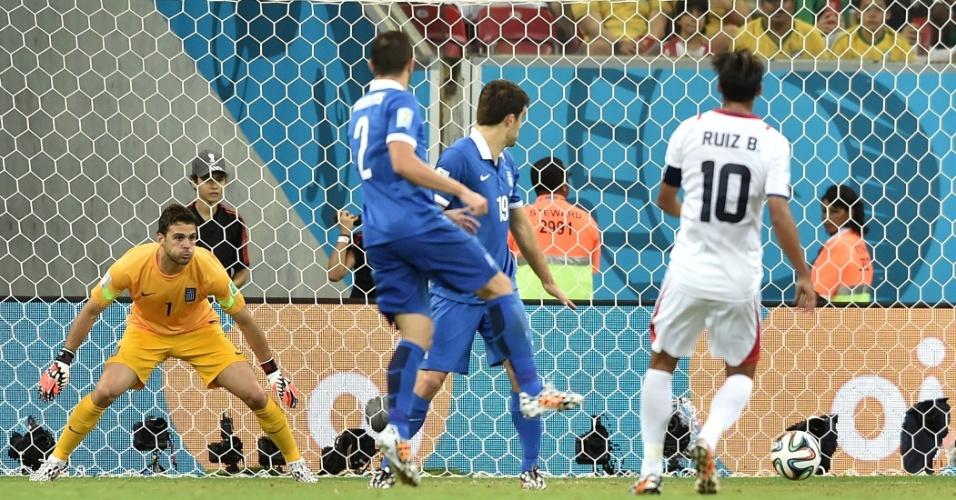 Bryan Ruiz acertou chute no cantinho e não deu chances para o goleiro da Grécia