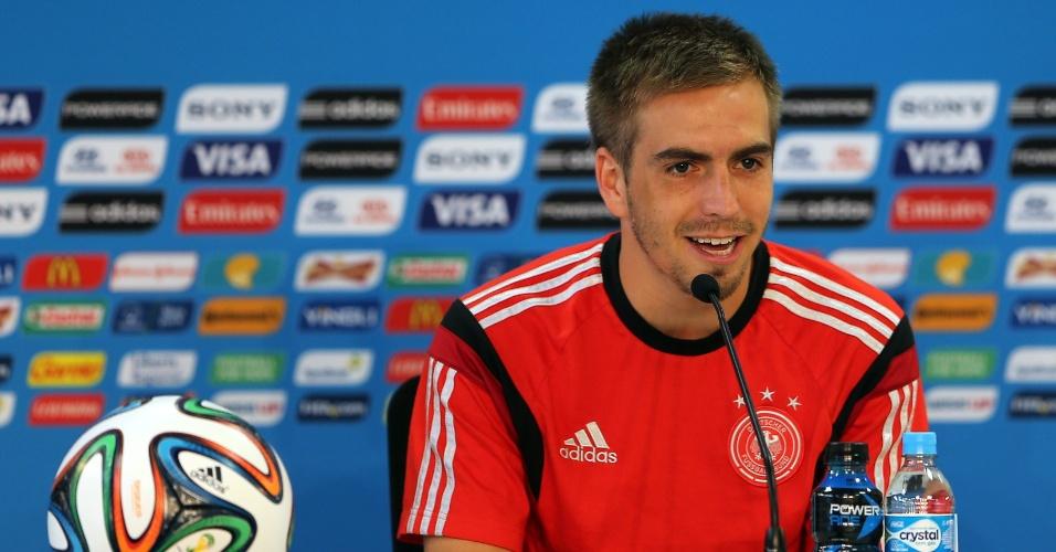 Capitão da seleção alemã Philipp Lahm foi o escolhido para falar com a imprensa junto ao técnico alemão, em Porto Alegre