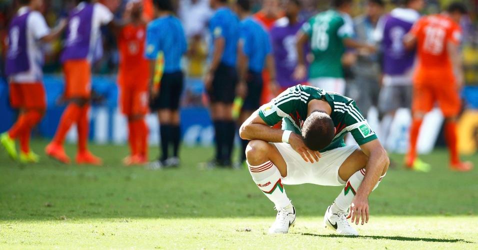 Chicharito Hernandez mostra abatimento após o México perder para a Holanda e ser eliminado da Copa do Mundo
