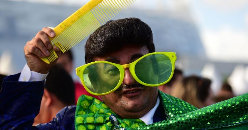 Criativo, torcedor vai fantasiado para a Arena Pernambuco ver Costa Rica e Grécia