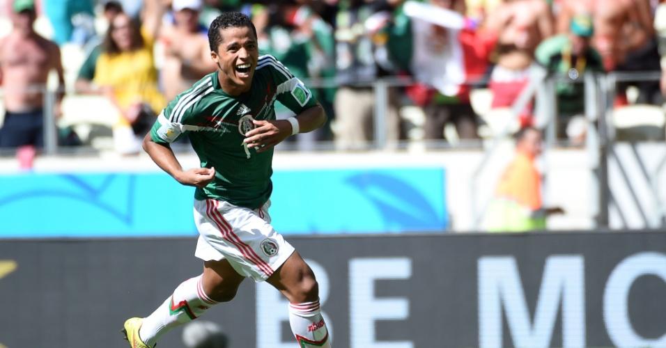 Giovani Dos Santos comemora após abrir o placar para o México contra a Holanda