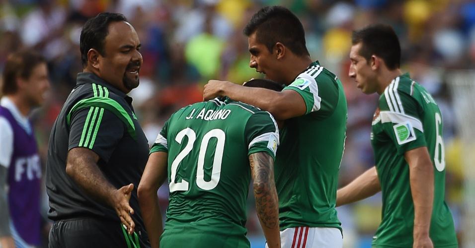Jogadores do México mostram abatimento após derrota para a Holanda