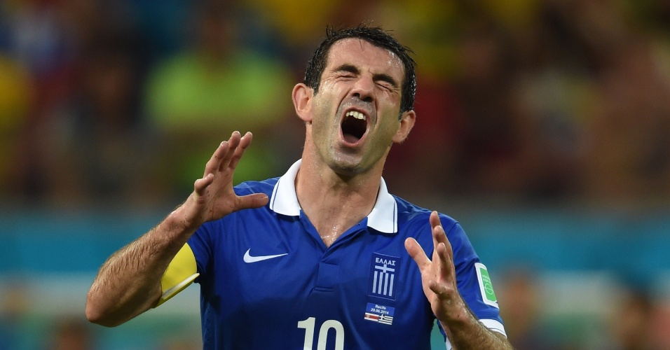 Karagounis lamenta após perder chance de gol para a Grécia contra a Costa Rica