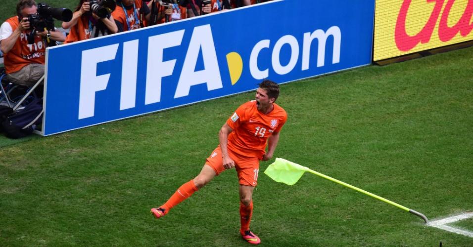 Klaas-Jan Huntelaar vibra após marcar o gol da vitória da Holanda sobre o México
