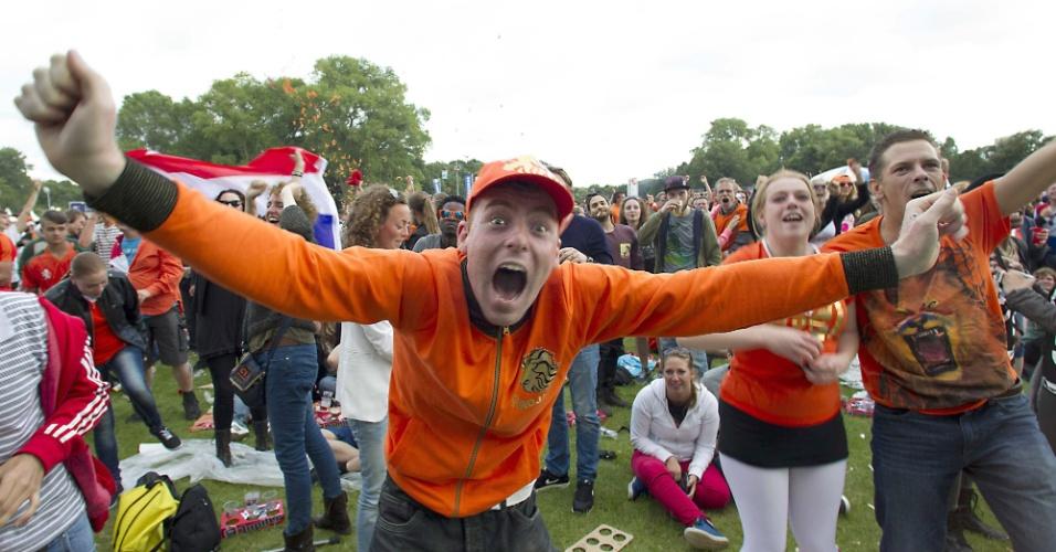 Na Holanda, torcedor holandês vibra muito após classificação da equipe para as quartas de final da Copa do Mundo