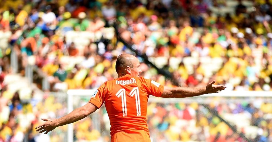 Robben gesticula em campo durante partida entre Holanda e México, em Fortaleza