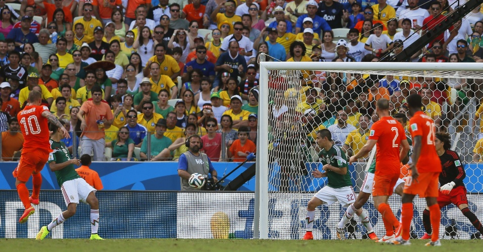 Sneijder acertou belo chute da entrada da área e marcou para a Holanda contra o México