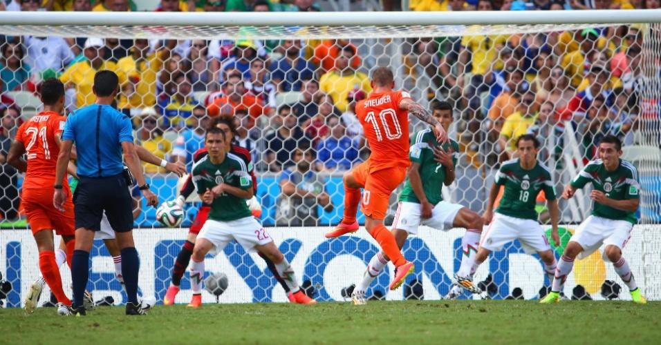 Sneijder chutou livre da entrada a área e marcou o gol de empate da Holanda contra o México