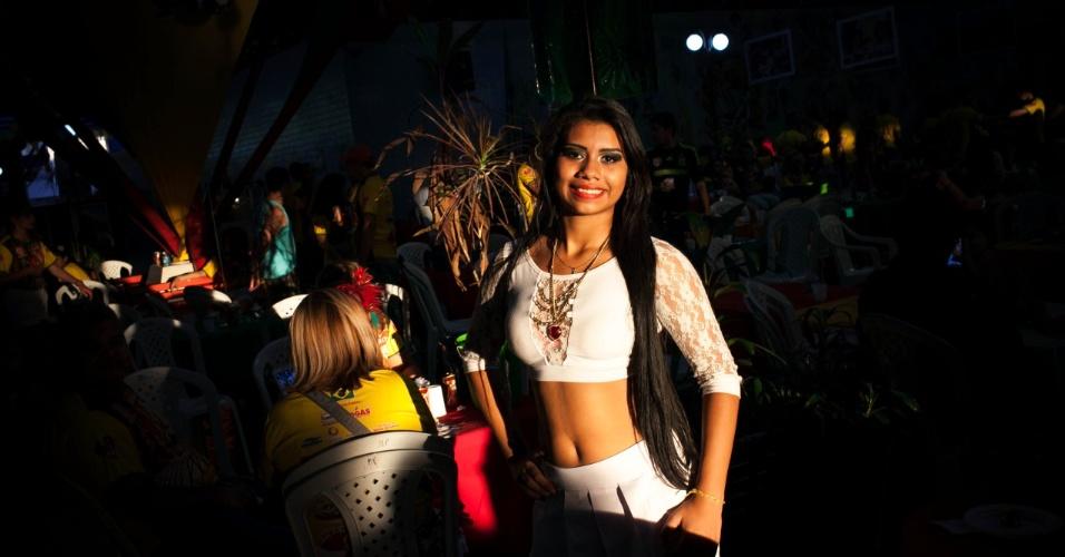 Tainá Rodrigues, eleita morena bela de 2014. Peladão é um torneio de futebol de várzea que acontece no estado do Amazonas, chegando a ter mais de 1000 times disputando o campeonato. A musa de cada time pode salvar a equipe já eliminada por votação via ligação ou mensagem de celular