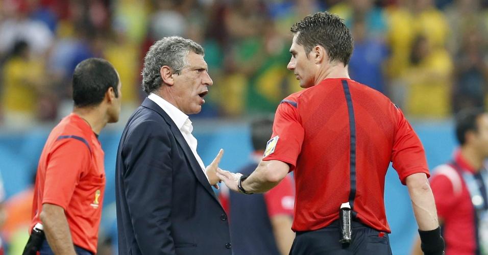 Tècnico da Grécia, Fernando Santos discutiu com o árbitro e foi expulso da partida