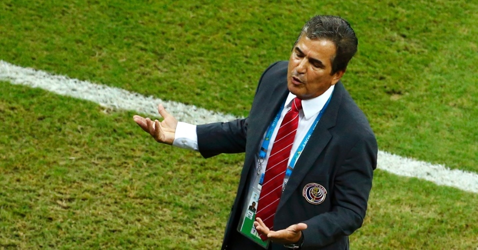 Técnico Jorge Luis Pinto lamenta chance de gol perdida pela Costa Rica contra a Grécia