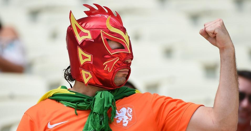 Torcedor da Holanda foi ao Castelão mascarado para acompanhar partida contra o México