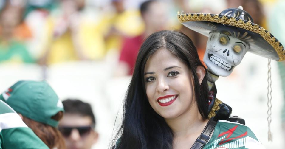 Torcedora do México foi à Arena Castelão com um caveira no ombro