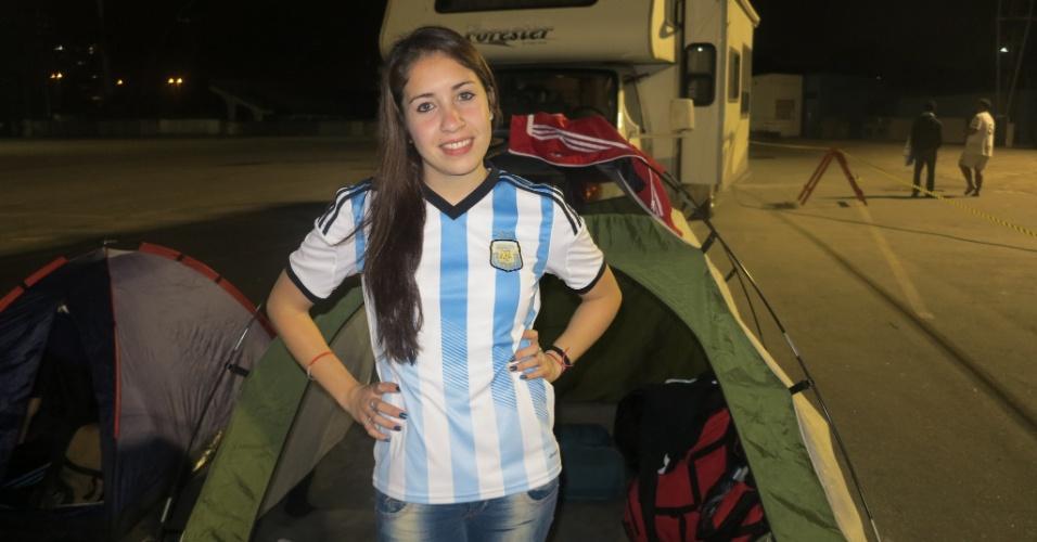 Torcedores argentinos estacionam motorhomes e acampam em barracas no Sambódromo de São Paulo