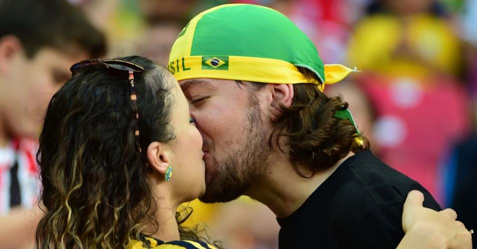 Torcedores brasileiros mostram muito amor antes de partida entre Costa Rica e Grécia, na Arena Pernambuco