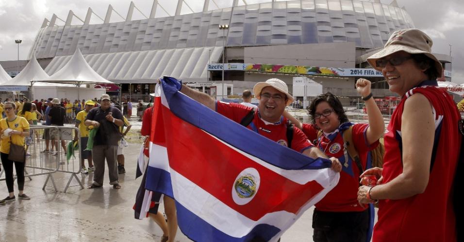 Torcedores de Costa Rica começam a chegar na Arena Pernambuco para confronto pelas oitavas