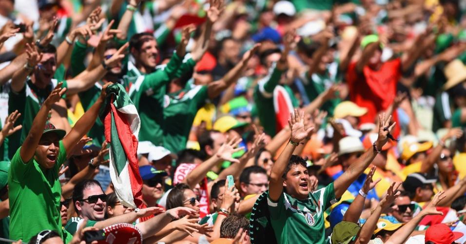 Torcedores do México fazem festa no Castelão em partida contra a Holanda