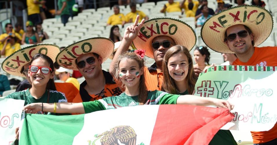 Torcedores do México posam para foto antes de partida na Arena Castelão