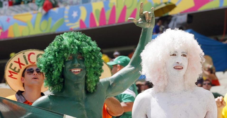 Torcedores pintaram o corpo para acompanhar a partida entre México e Holanda, em Fortaleza
