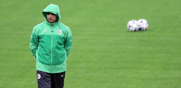 Treinador da Argélia Vahid Halilhodzic comanda treinamento da equipe em Porto Alegre
