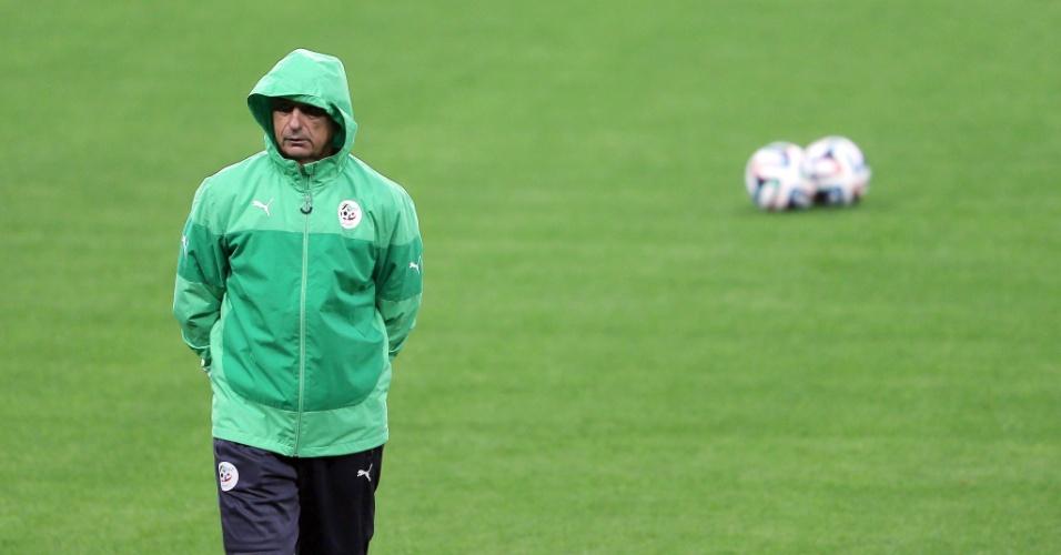 Treinador da Argélia Vahid Halilhodzic comanda treinamento da equipe, em Porto Alegre