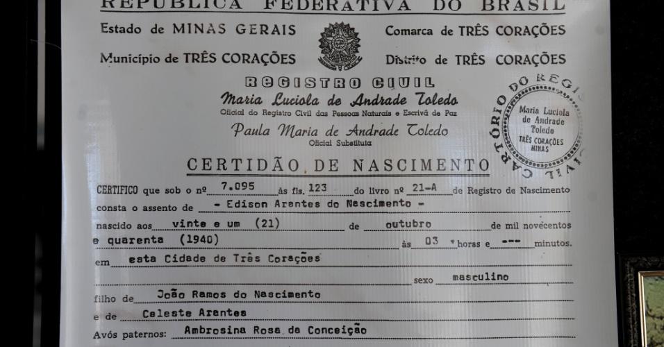 Em uma sala na Câmara de Vereadores de Três Corações, uma reprodução da certidão de nascimento de Pelé