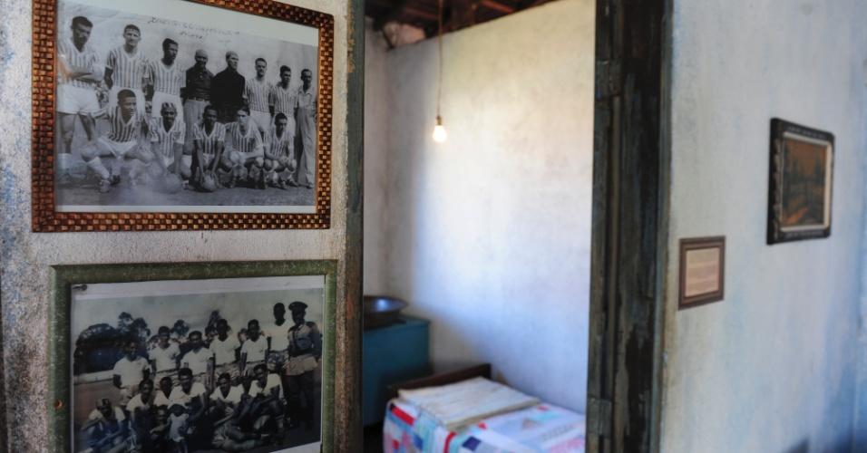 Nas paredes da Casa Pelé, fotos dos tempos de Dondinho como jogador - o pai de Pelé atuou em um time de Três Corações