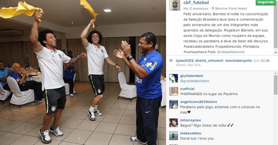 16.jun.2014 - No dia do aniversário do roupeiro da seleção Rogelson Barreto, Marcelo e David Luiz fizeram a festa no hotel em Fortaleza
