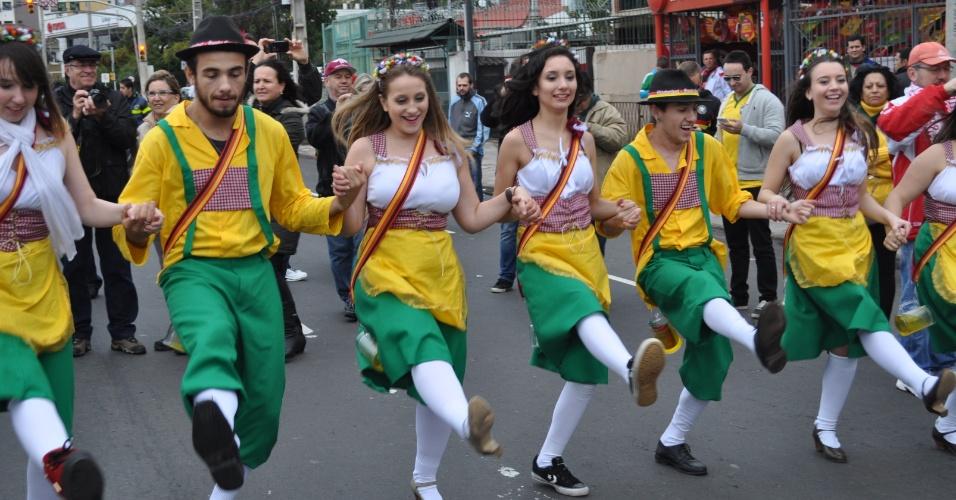 30 jun 2014 - Festa recebe alemães no Beira-Rio