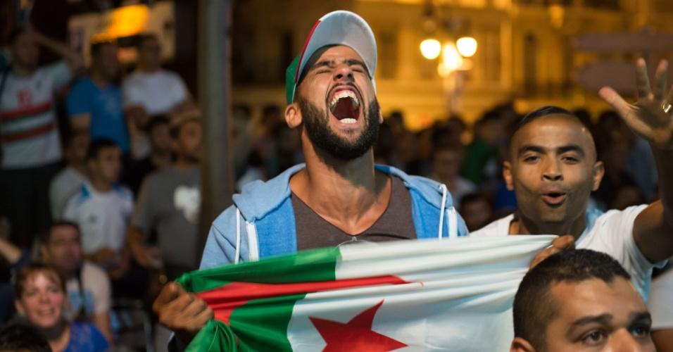 30.jun.2014 - Argelino berra ao ver seu país sofrer gol da Alemanha durante prorrogação das oitavas de final da Copa do Mundo