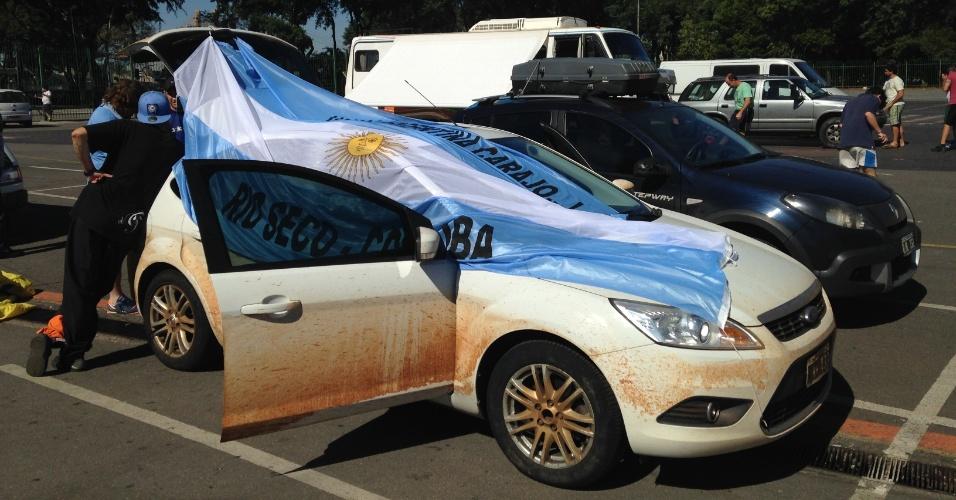 30.jun.2014 - Na véspera de jogo contra a Suíça, válido pelas oitavas de final da Copa de 2014, torcedores da Argentina acampam em São Paulo