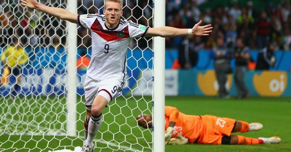Andre Schuerrle comemora o gol da Alemanha na prorrogação contra a Argélia no Beira-Rio