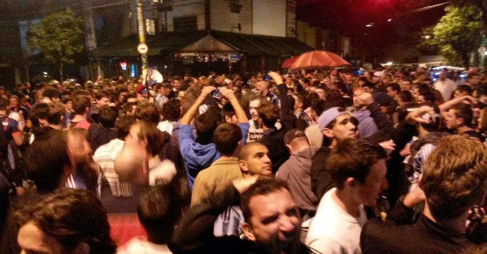 Argentinos tomam as calçadas e as ruas na Vila Madalena, na zona oeste de São Paulo