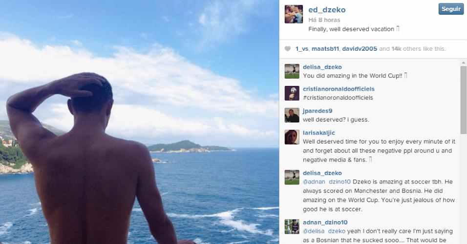 Dzeko, eliminado ainda na primeira fase com a Bósnia, curte praia e comemora férias - teve torcedor que não gostou...