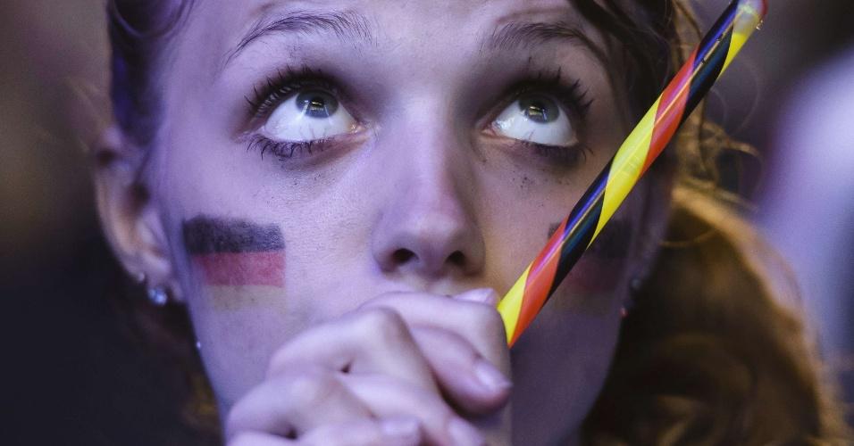 Em Berlim, torcedora alemã fica tensa com partida contra Argélia pelas oitavas de final da Copa do Mundo