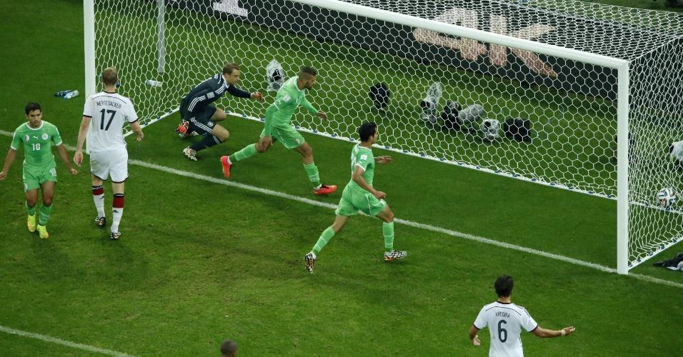 Goleiro alemão Manuel Neuer não consegue impedir o gol de Djabou, já nos acréscimos do segundo tempo da prorrogação. Os europeus venceram por 2 a 1 no Beira-Rio e estão nas quartas de final da Copa do Mundo