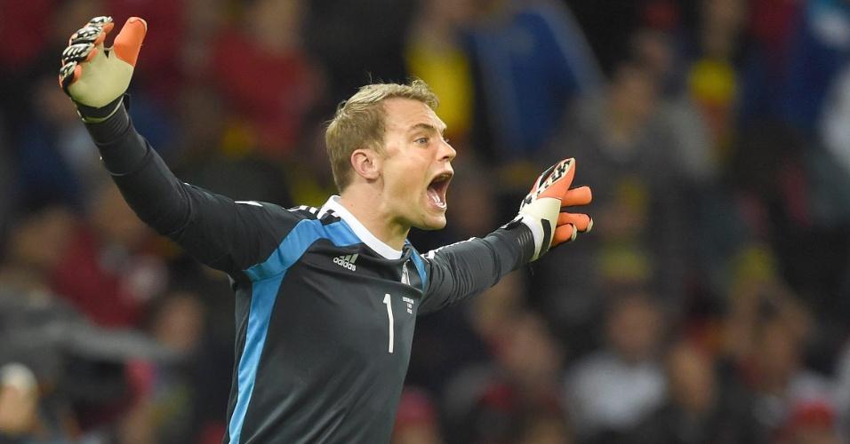 30.jun.2014 - Goleiro Manuel Neuer, da Alemanha, comemora a vitória sobre a Argélia por 2 a 1 na prorrogação